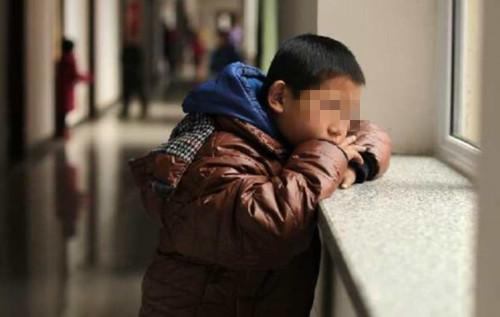 来自一个8岁男孩的心声:我宁愿在外乞讨,也不愿回家