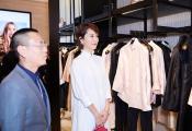 海清优雅亮相品牌活动 白色蕾丝裙简约精致