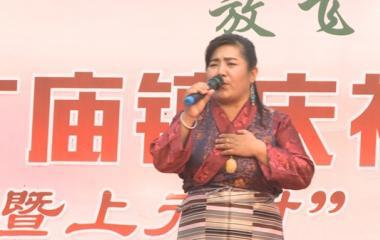 固始县张广庙镇上元村文艺演出 扎西拉姆精彩演绎《青藏高原》
